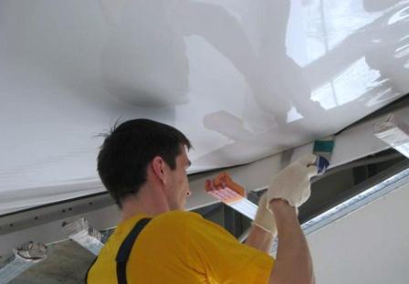 Выбор натяжного потолка: полотно, фактура, система